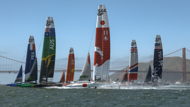 Six boats light up the Bay during practice racing